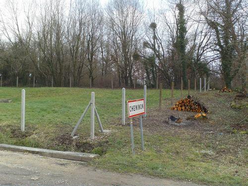 Le terrain a été nettoyé des arbustes et arbres qui se trouvaient à proximité